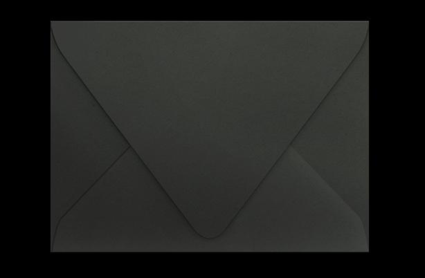 Чёрный конверт с треугольным клапаном