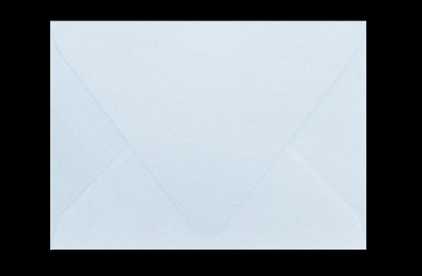 Светло-голубой конверт с треугольным клапаном