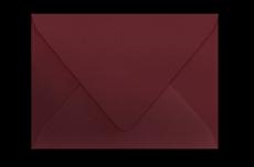 Конверт бордового цвета с треугольным клапаном